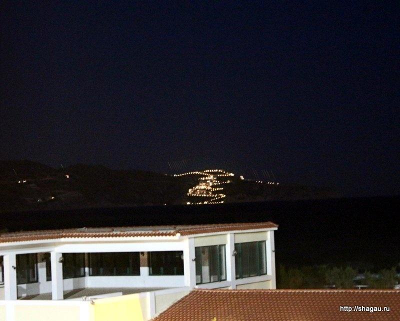 Вид из номера ночью