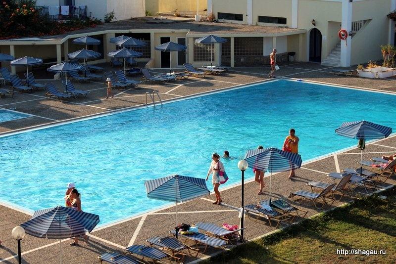 Бассейн в отеле на Крите