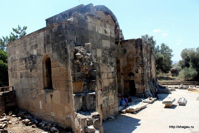 Руины базилики Святого Тита