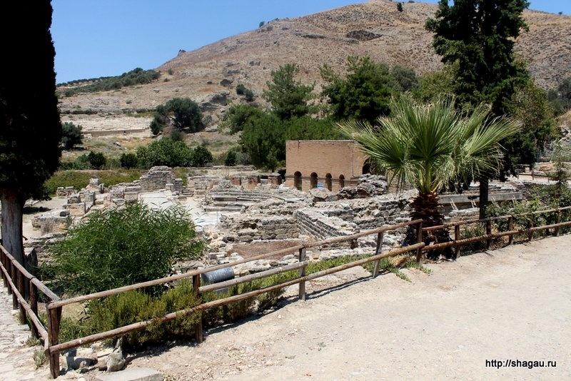 Агора (рыночная площадь) с римским Одеоном
