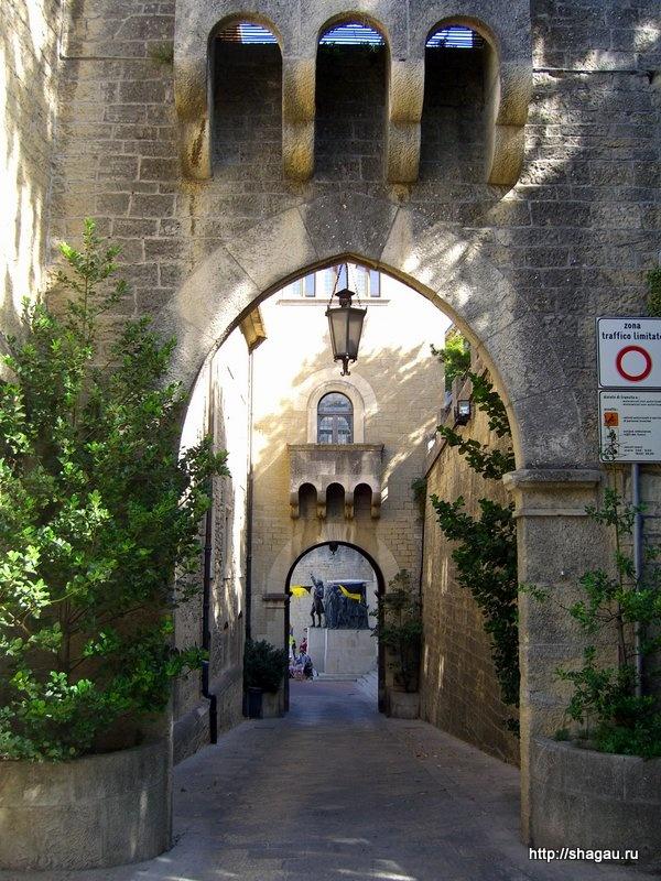 Ворота на въезде в Сан-Марино