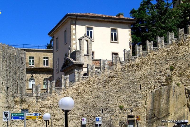 Крепостные стены в Сан-Марино