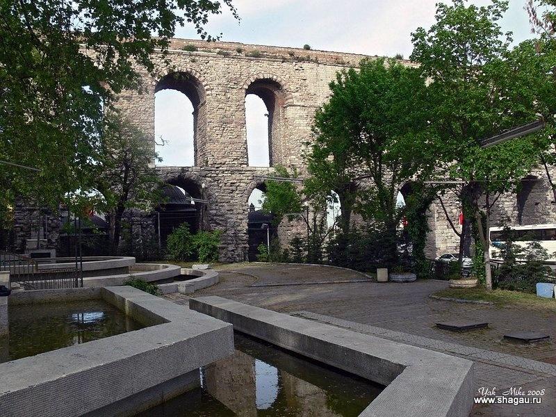 Парк около акведука