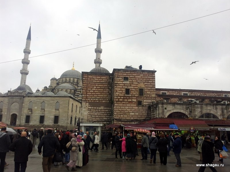 Площадь перед Египетским базаром