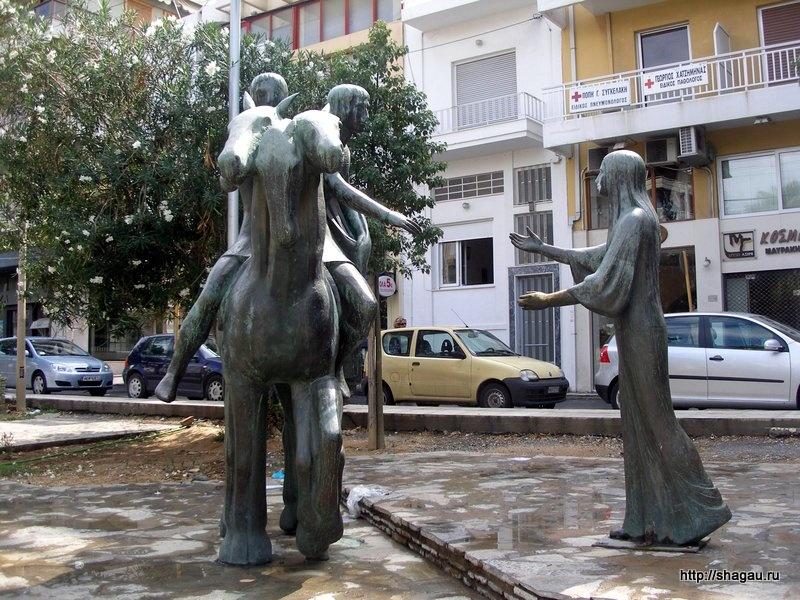 памятник героям поэмы критского автора эпохи Возрождения Эротокритосу и Аретузе