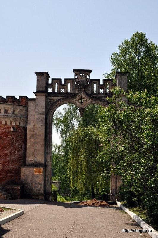 Проездные ворота в усадьбу