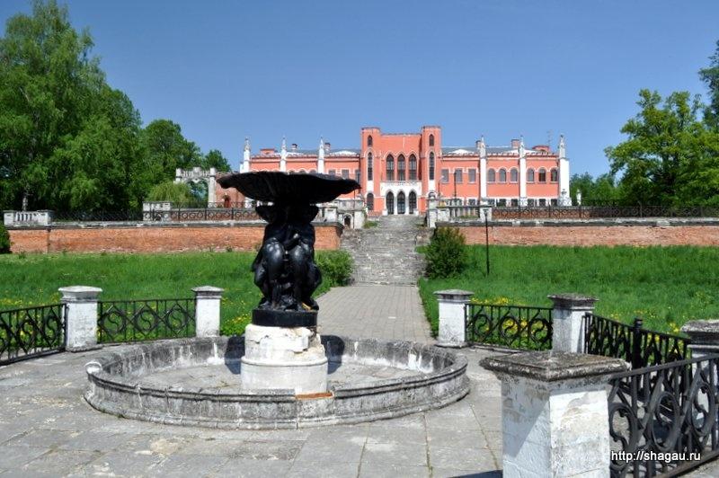 Вид на дворец Марфино и фонтан