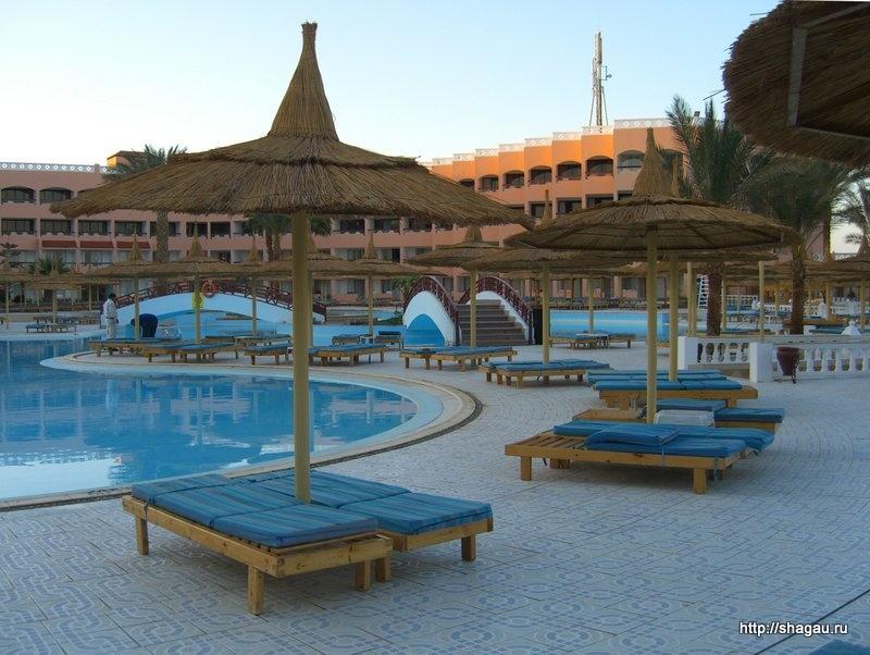 Бассейны в отеле