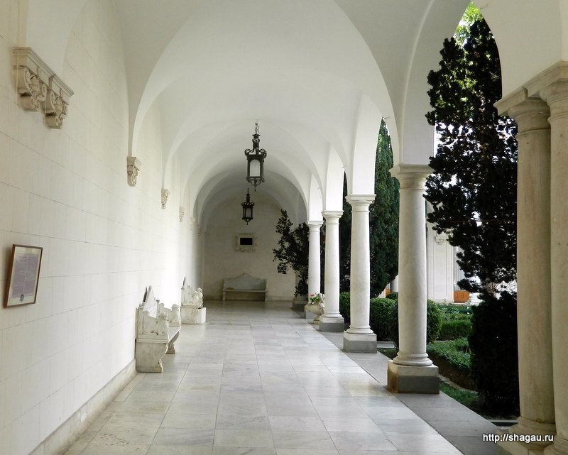 В итальянском дворике