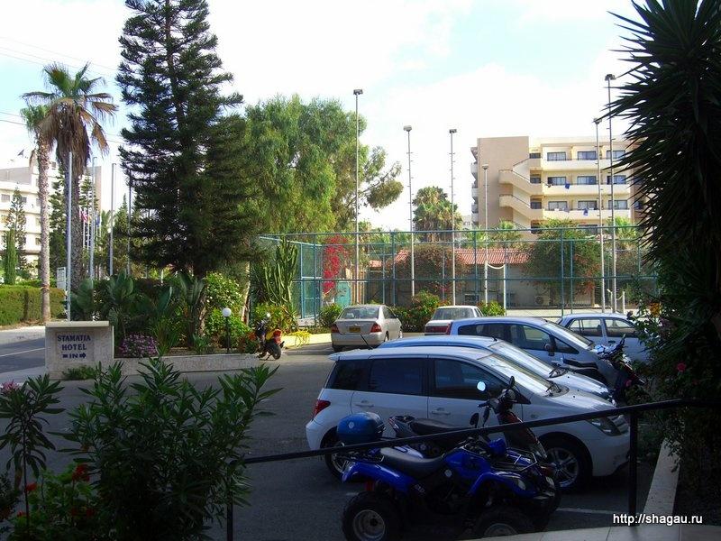 Вид на паркинг гостиницы