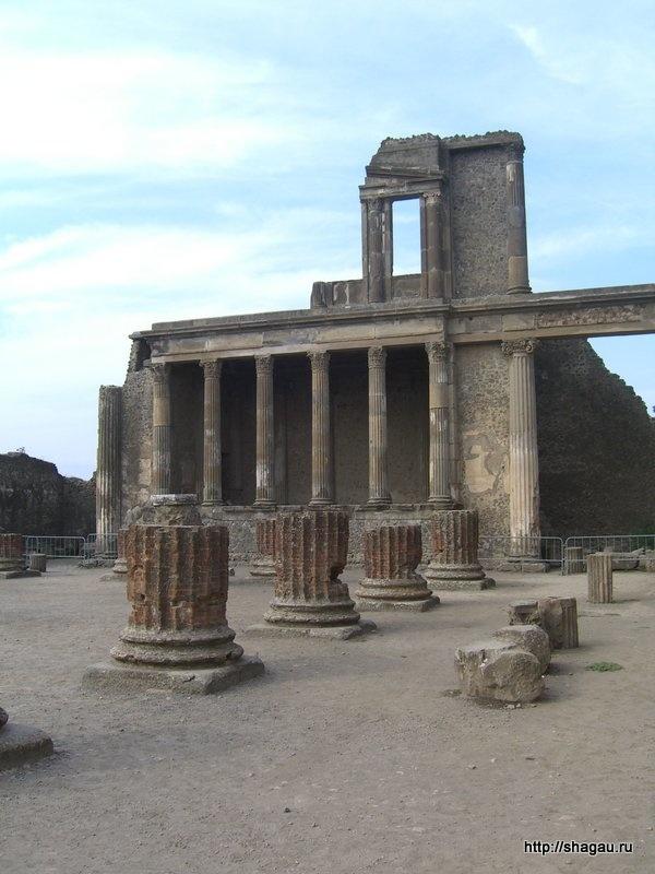Трибунал в базилике, Помпеи, Италия
