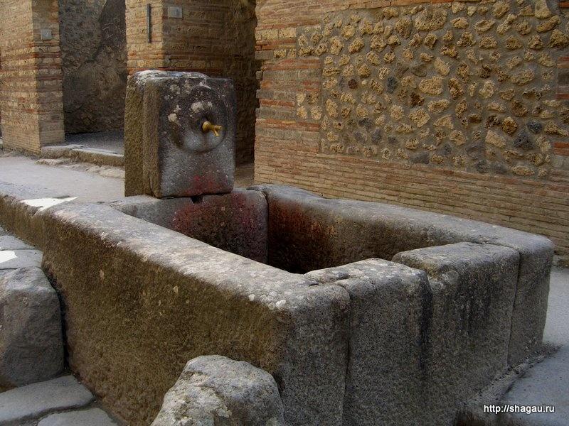 Фонтаны на улицах Помпеи