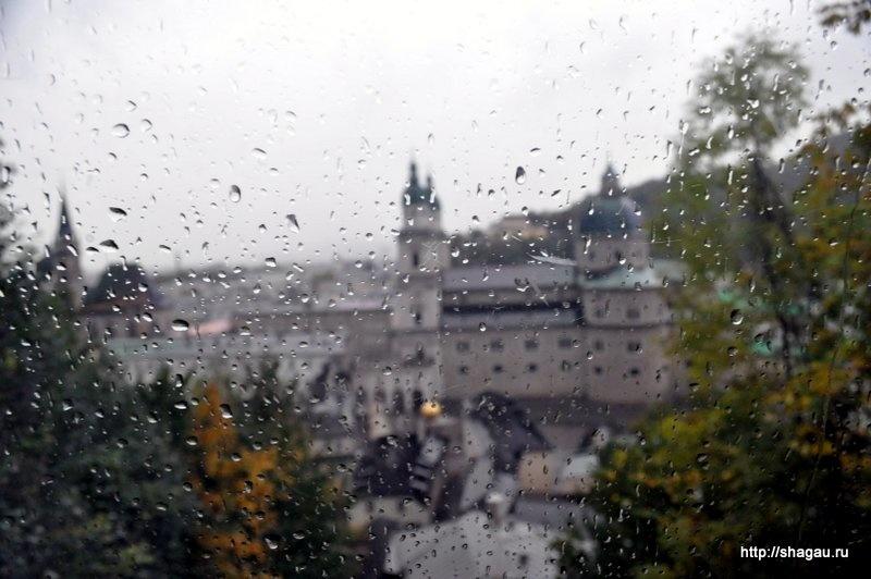 Вид на дождливый Зальцбург из вагонетки