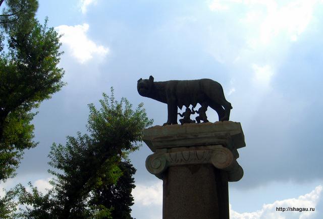 Рим. Копия статуи волчицы, которая вскормила Ромула и Рема