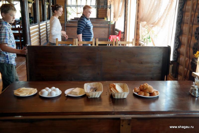 Первый завтрак в кафе