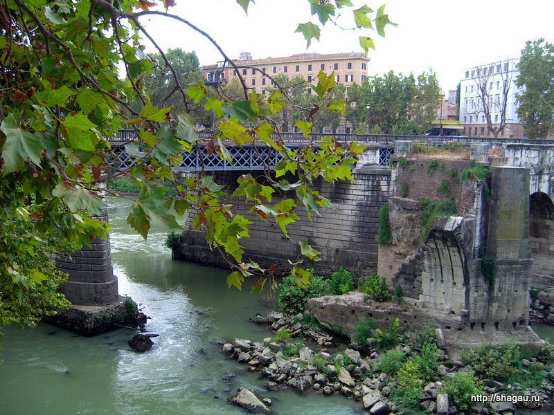 Рим. Арка моста Эмилио