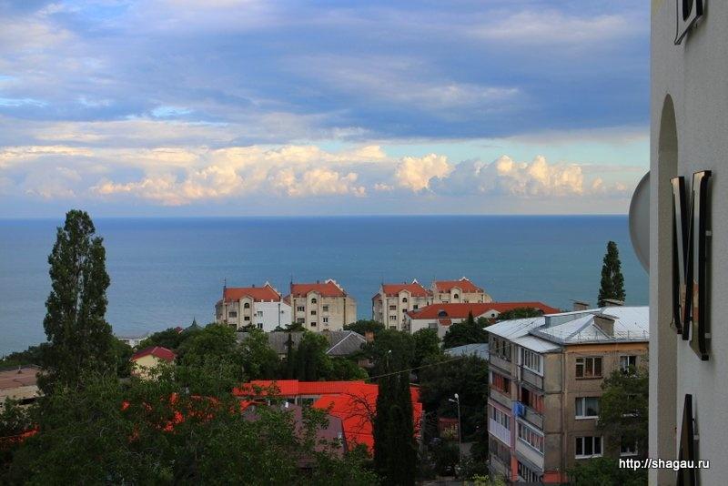 Вид на море из окон нашей квартиры в Гаспре