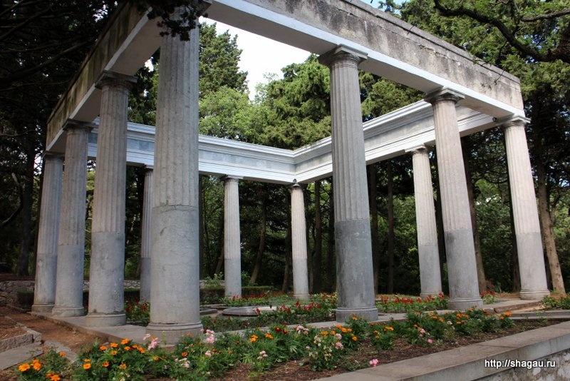 Гаспра. Античная колоннада санатория Днепр