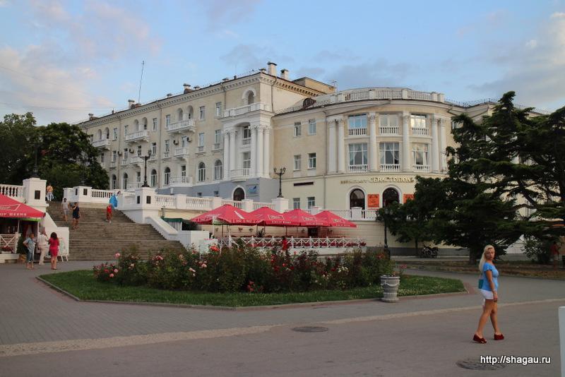 Вид на отель Севастополь с Набережной
