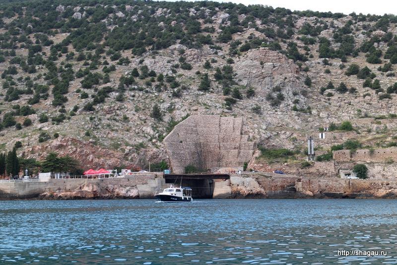 Балаклава. Вход в базу подводных лодок