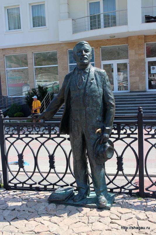 Крым, Балаклава. Памятник Куприну