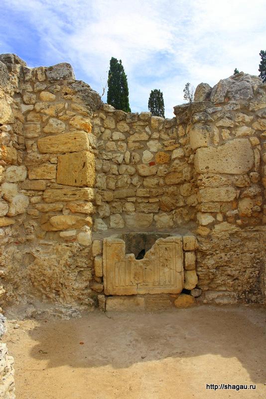 Херсонес. Стена старинной церкви
