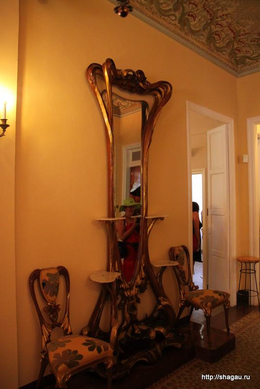 Зеркало в музее Гауди