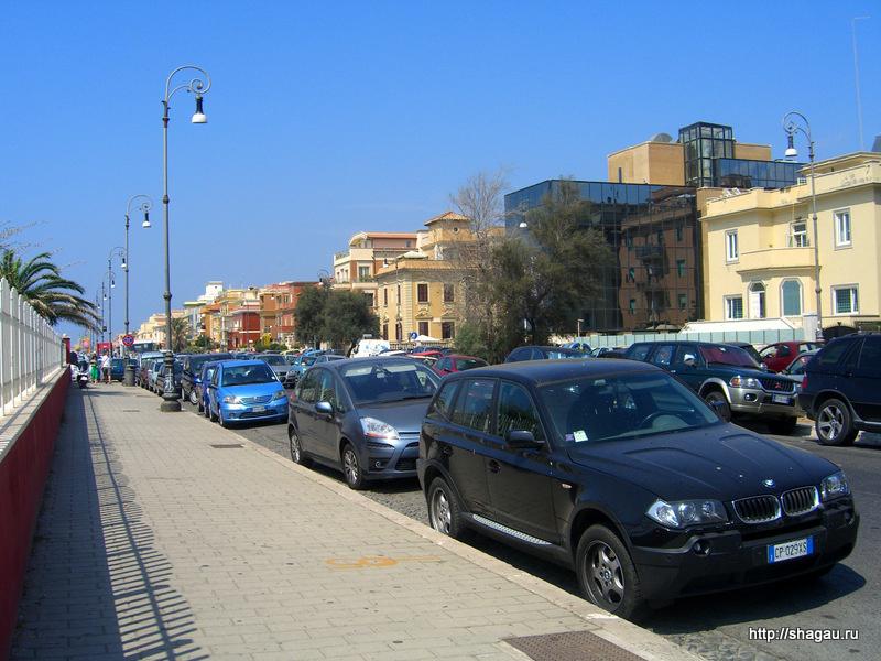 Улица вдоль набережной