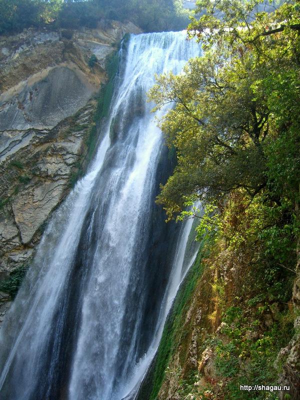 Тиволи. Водопад на вилле Григориана