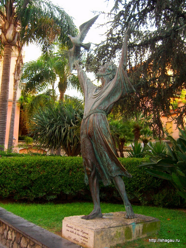 Сорренто. Памятник Святому Франциску