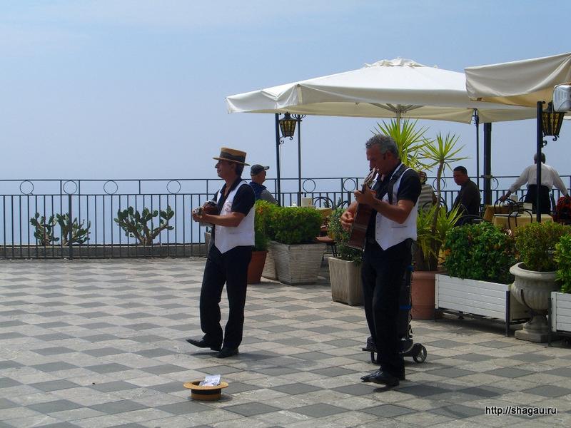Музыканты на площади