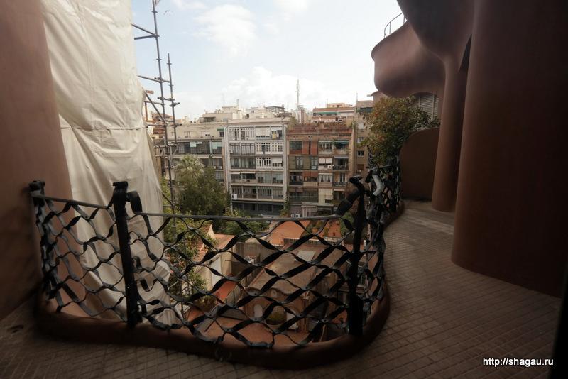 Вид с балкона дома Мила в Барселоне