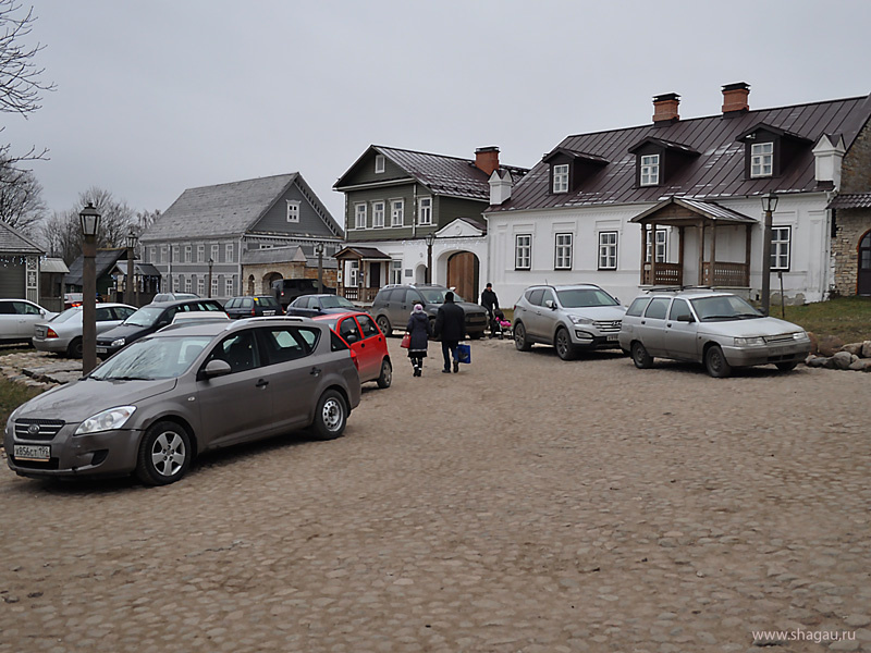 Парковка в Изборске