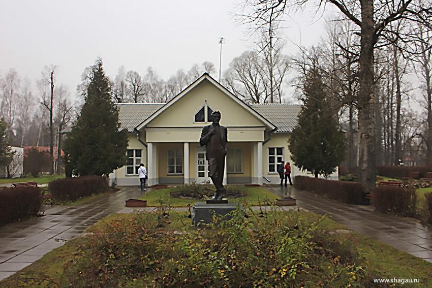 Памятник А.П. Чехову в Мелихово