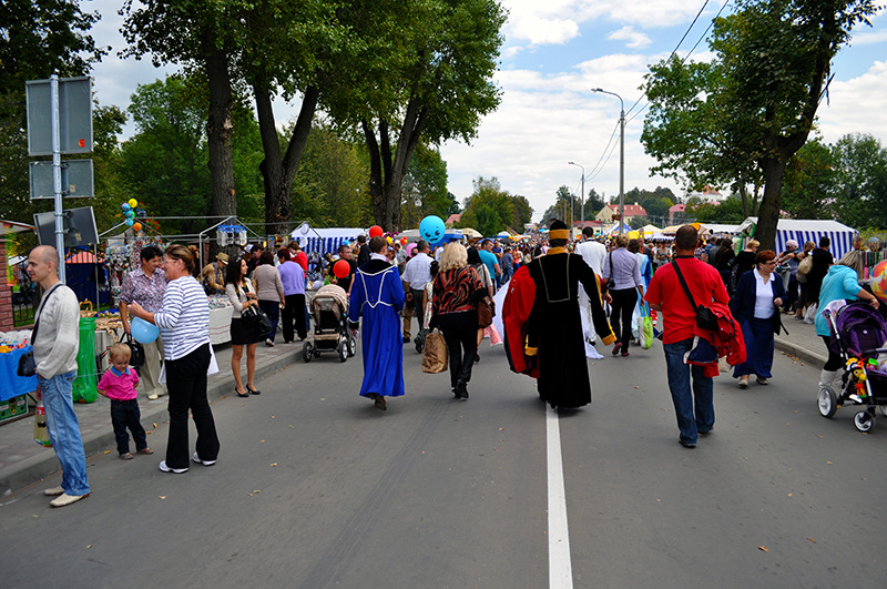 Толпа на празднике в Беларуси