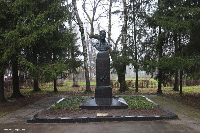 Первый памятник А.П. Чехову