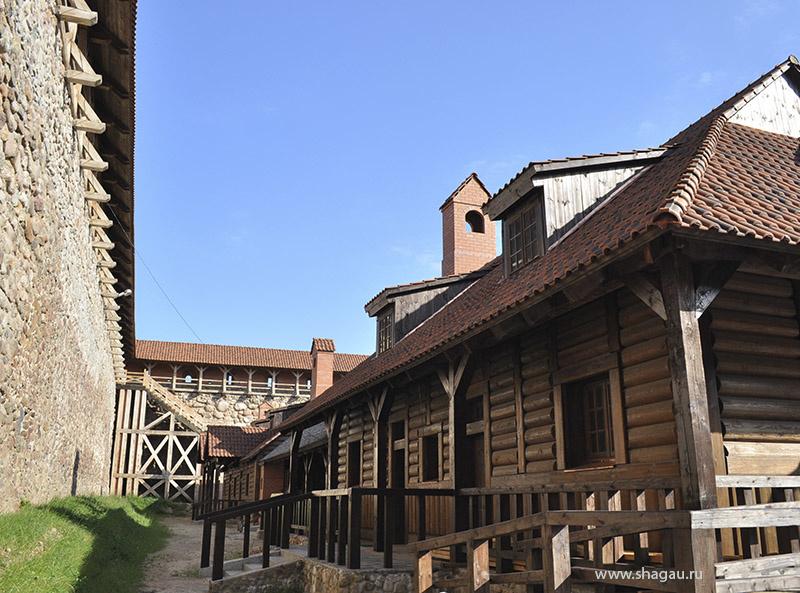 Во внутреннем дворе Лидского замка
