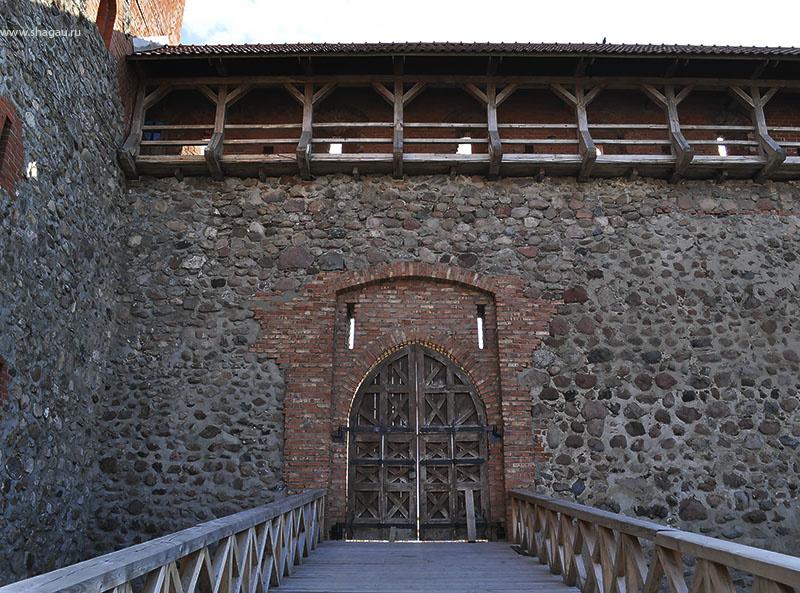Во внутреннем дворе замка