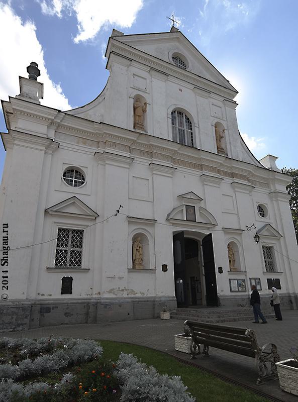 Фасад костела