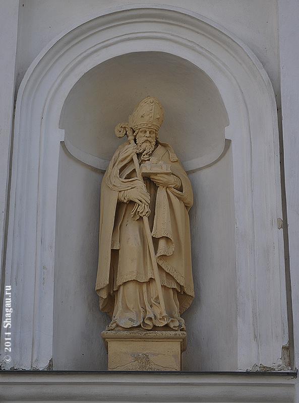 Фигуры, украшающие Фарный костел в Несвиже