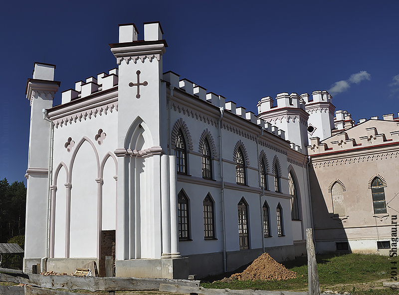 Боковые флигели дворца