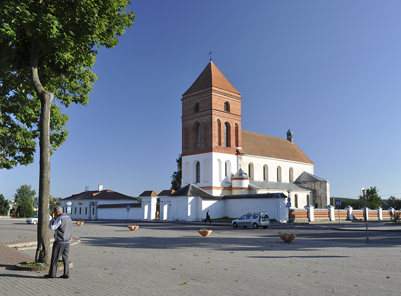 Костел в центре Мира
