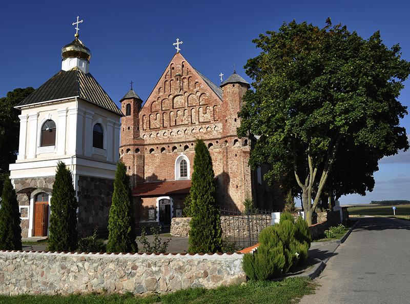 Колокольня и церковь в Сынковичи