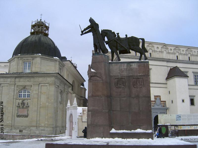 Вильнюс. Памятник Гедиминасу