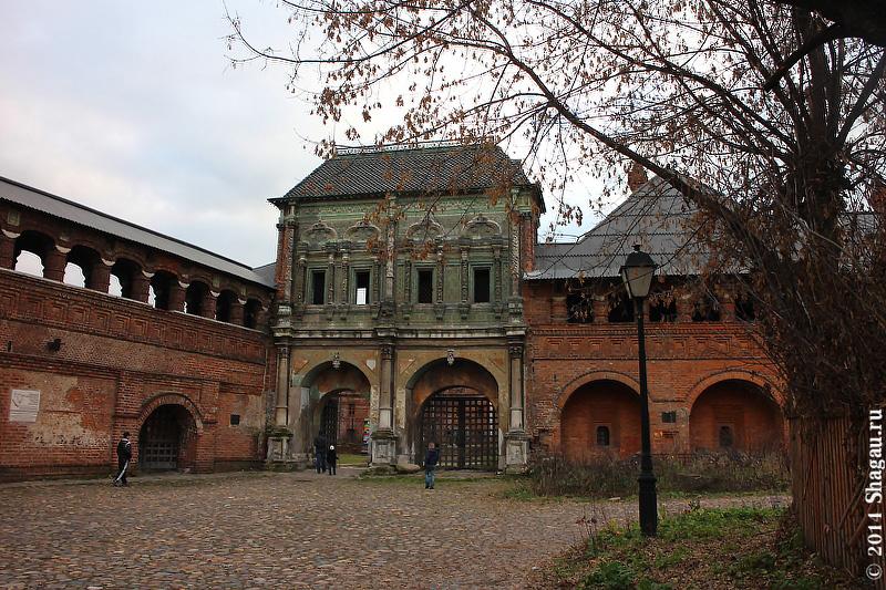 Надвратный терем с галереей и воротами