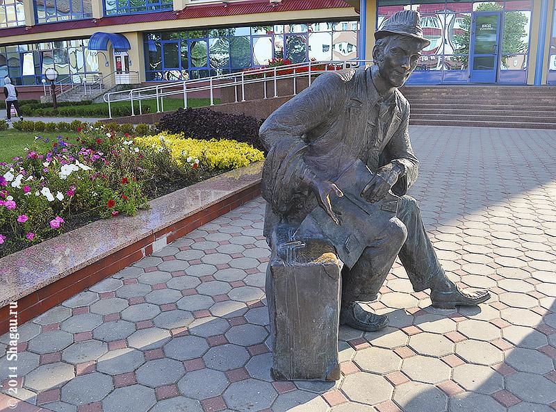 Памятник командировочному в Лиде