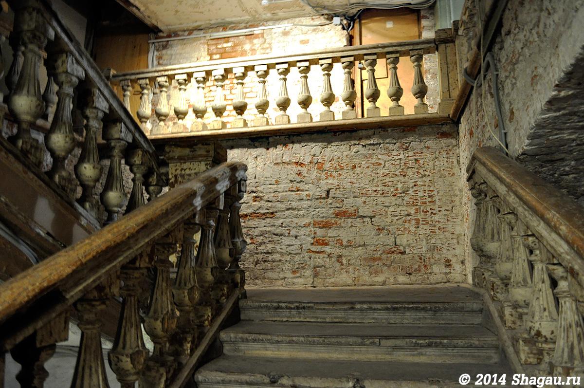 Флигель руина. Лестница на второй этаж