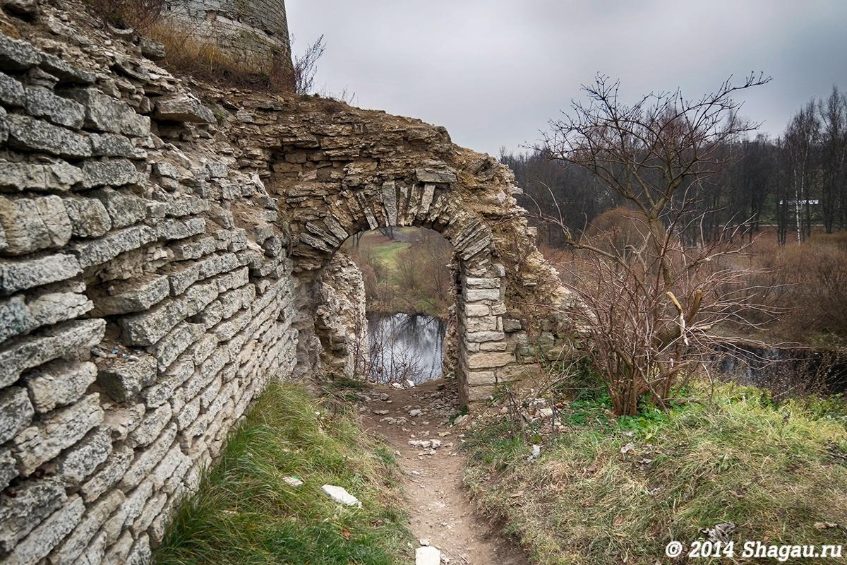 Вход в Гремячую башню