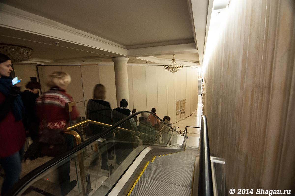 Спускаемся вниз к Бетховенскому залу