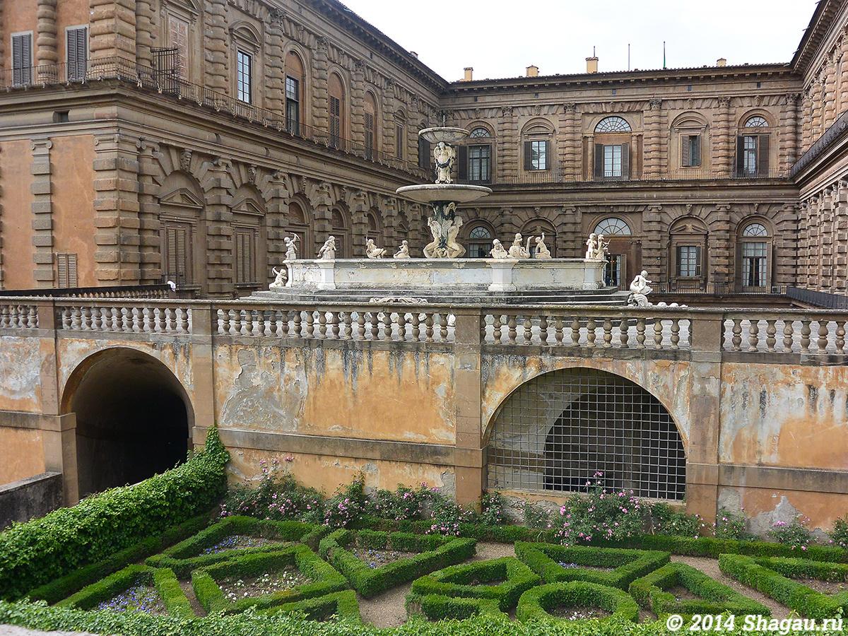 Фонтан дворца Питти